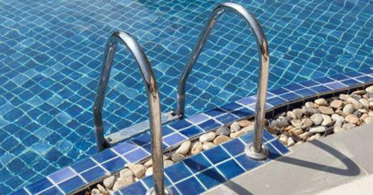 L chelle de piscine l accessoire pas cher pour l acc s la piscine - Piscine creusee pas cher ...