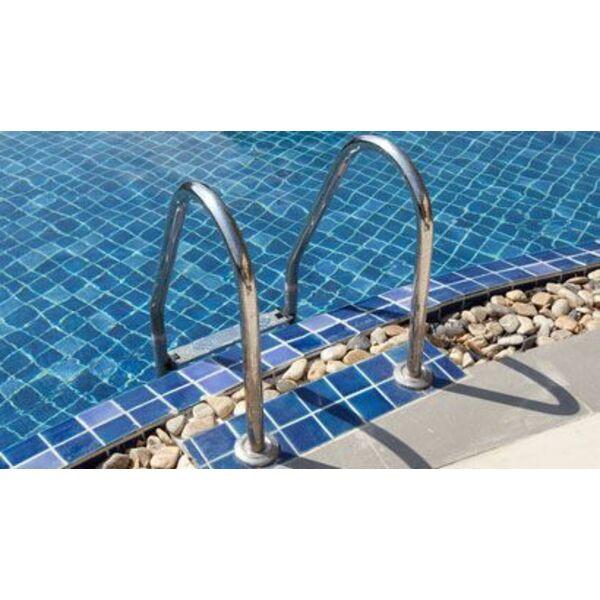 L chelle de piscine l accessoire pas cher pour l acc s la piscine - Echelle de piscine hors sol pas cher ...