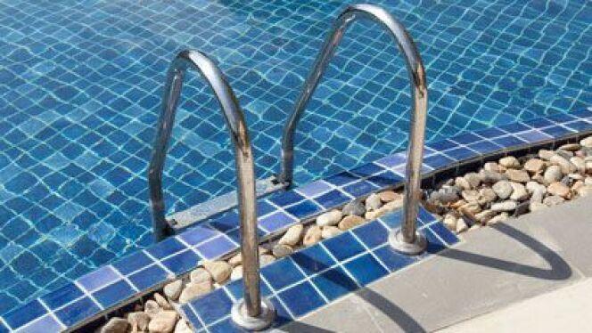 l chelle de piscine l accessoire pas cher pour l acc s la piscine. Black Bedroom Furniture Sets. Home Design Ideas