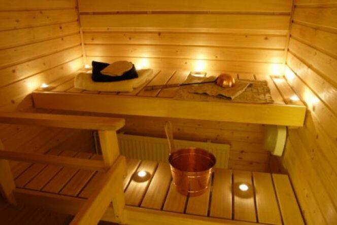 """L'éclairage d'un sauna<span class=""""normal italic petit"""">DR</span>"""