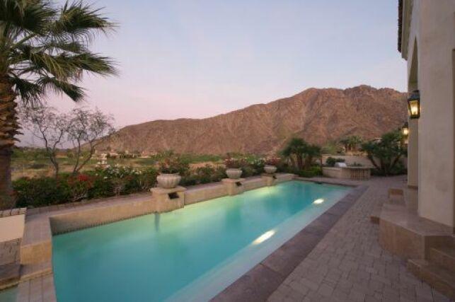 L'éclairage solaire pour piscine permet d'éclairer son bassin sans consommer d'électricité.