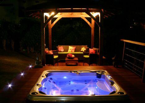 L'éclairage du spa Acrylique créé des ambiances de rêve de nuit
