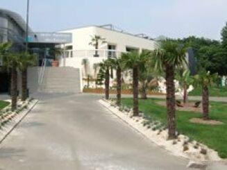 L'entrée de la piscine d'Evron