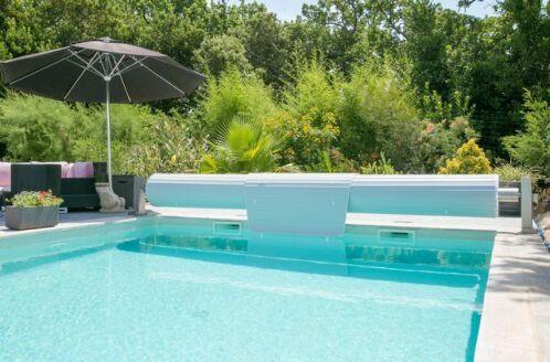 l 39 entretien d 39 un volet de piscine. Black Bedroom Furniture Sets. Home Design Ideas
