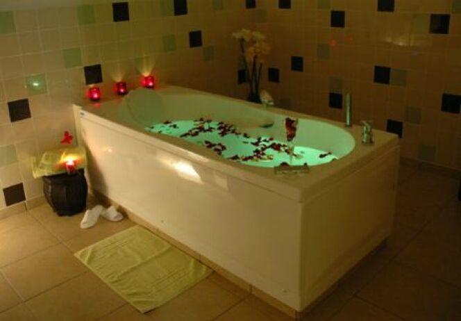 """L'entretien d'une baignoire balnéo doit être effectué régulièrement pour la maintenir en bon état de fonctionnement.<span class=""""normal italic petit"""">DR</span>"""