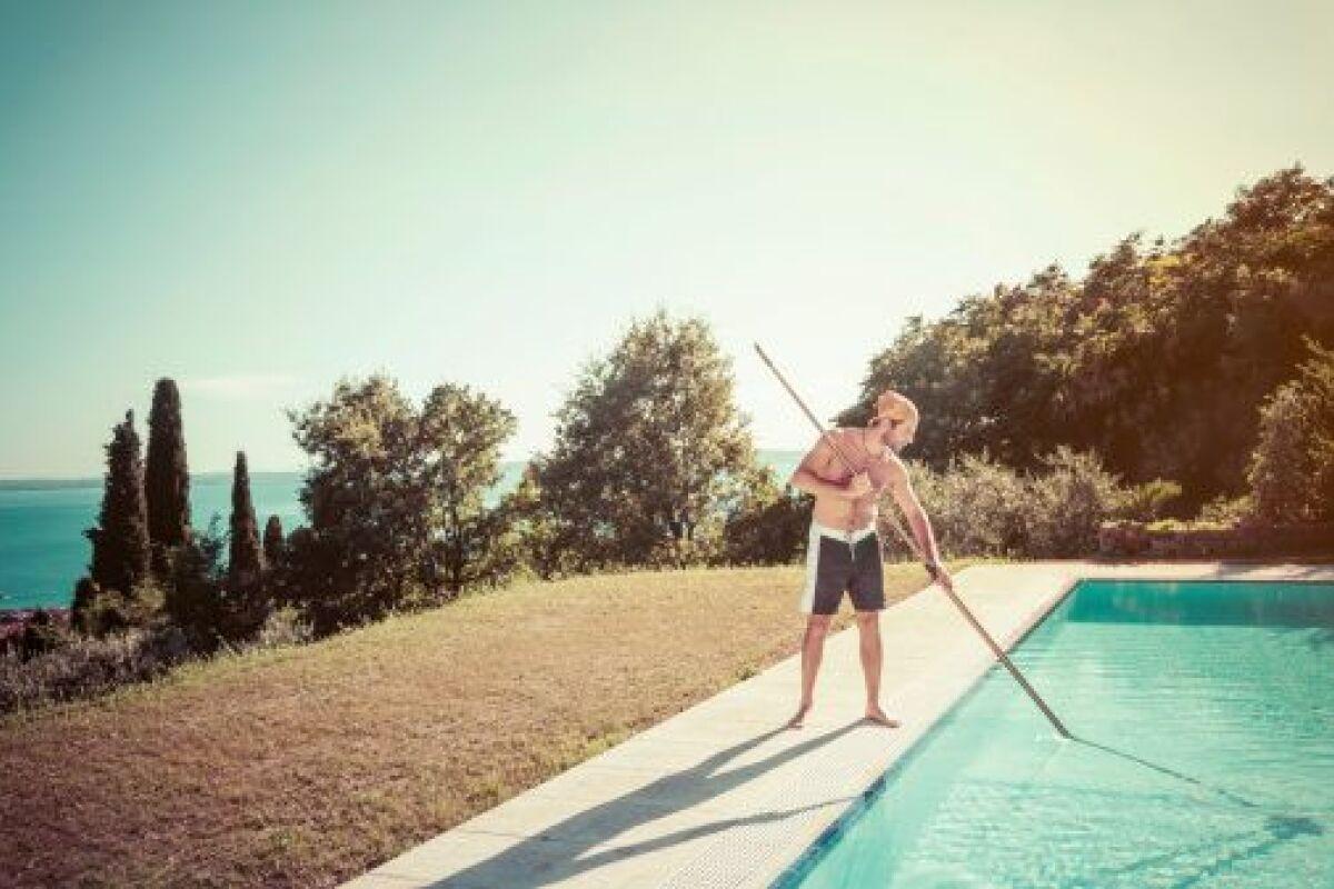 Nettoyage Dalle Piscine Javel comment nettoyer une plage de piscine ? - guide-piscine.fr