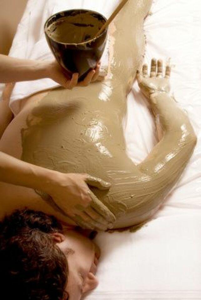 L'enveloppement auto-chauffant est un soin détoxifiant qui produit de la chaleur tout seul.