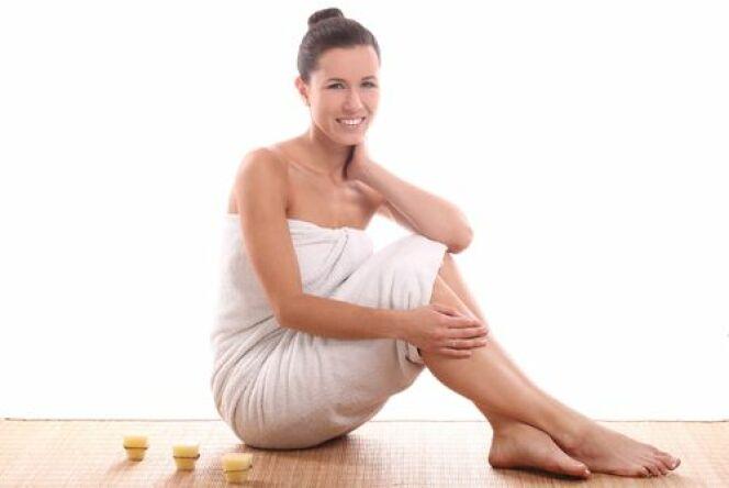 """L'enveloppement corporel hydratant est un soin pour les peaux sèches et déshydratées. Idéal pour l'hiver !<span class=""""normal italic petit"""">© Yeko Photo Studio - Shutterstock.com</span>"""