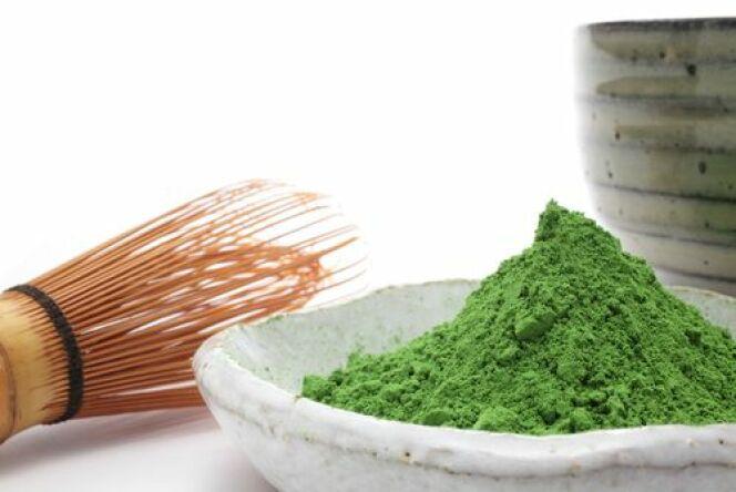 """Le thé vert est réputé pour son pouvoir antioxydant. Il est donc parfait pour pratiquer des soins anti-âge.<span class=""""normal italic petit"""">© Haru - Shutterstock</span>"""