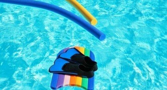 """L'équipement nécessaire à la pratique de l'aquagym<span class=""""normal italic petit"""">© Clarisse - Fotolia.com</span>"""