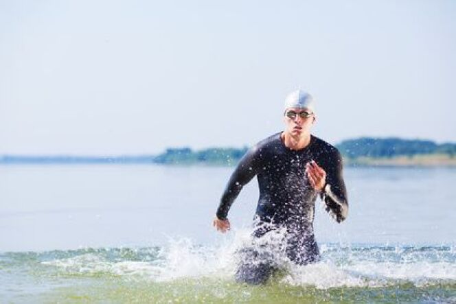 """L'équipement pour la nage en eau libre<span class=""""normal italic petit"""">DR</span>"""