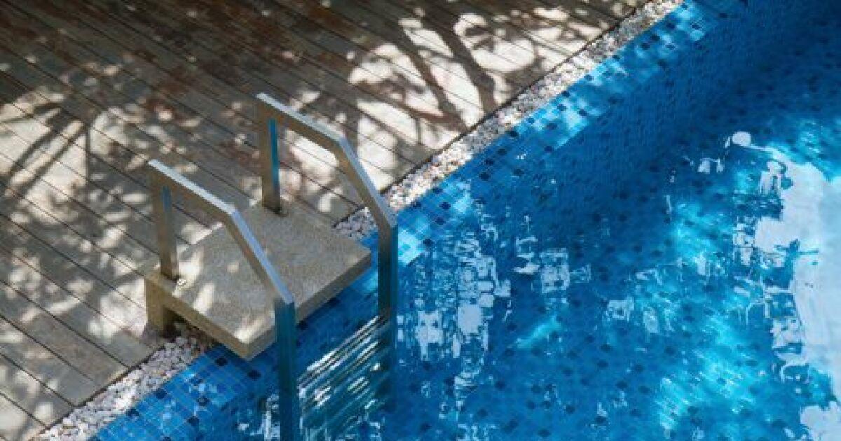 L escalier de piscine amovible for Piscine amovible