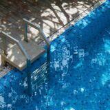 article l escalier de piscine escalier d 39 angle escalier arrondi escalier droit. Black Bedroom Furniture Sets. Home Design Ideas