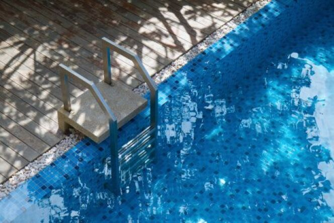 l escalier de piscine amovible. Black Bedroom Furniture Sets. Home Design Ideas