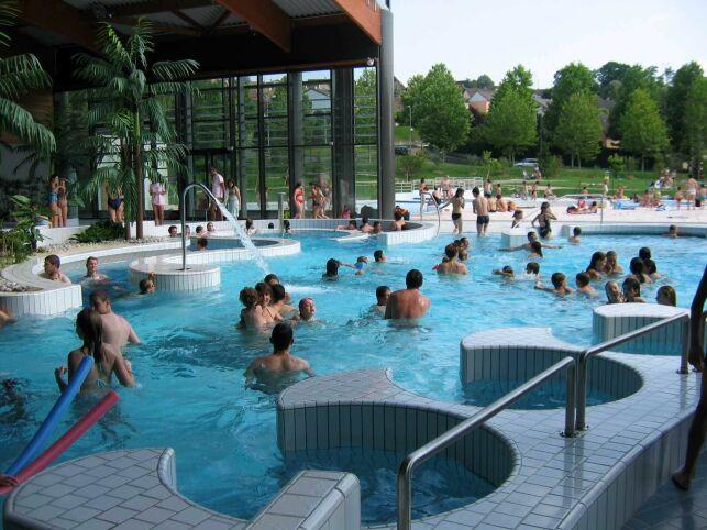 L'espace extérieur de la piscine Aqua'reL à Lons le Saunier