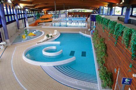 """L'espace nautique de la Grande Garenne à Saint Marcel propose plusieurs bassins et une pataugeoire.<span class=""""normal italic petit"""">DR</span>"""