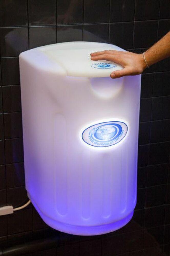 """L'extracteur d'eau pour le maillot de bain<span class=""""normal italic petit"""">© after-swim.com</span>"""