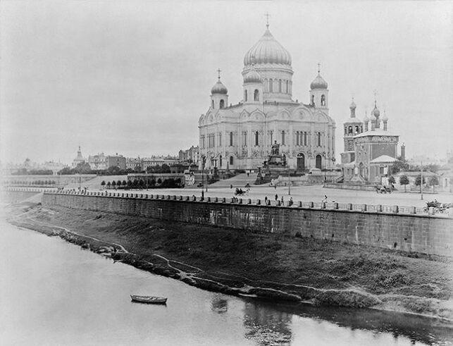La cathédrale du Christ Sauveur avant sa démolition et transformation en piscine