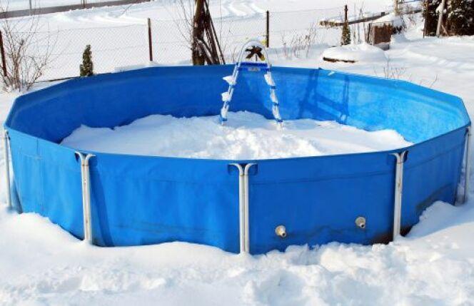 "L'hivernage d'une piscine auto-portée<span class=""normal italic petit"">© Robert Reic - Thinkstock</span>"