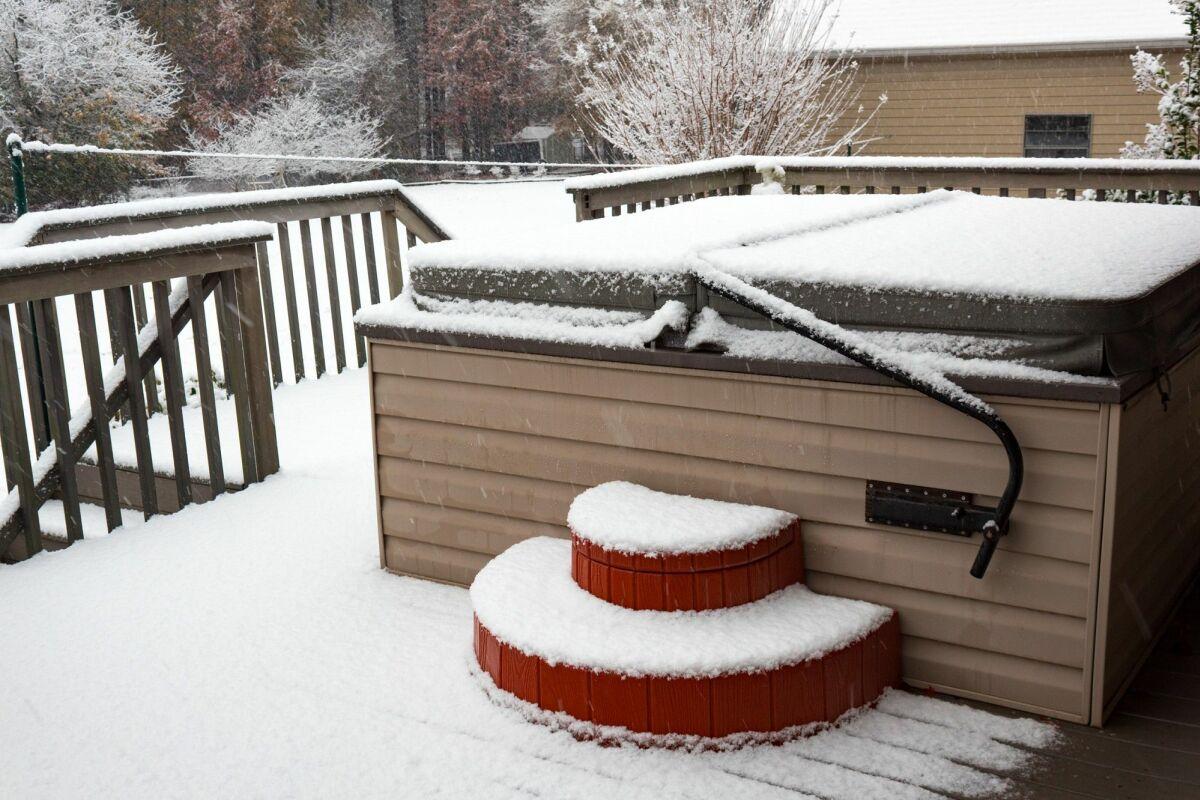 Quoi Mettre Sous Un Spa Gonflable l'hivernage du spa : préparer son spa pour l'hiver - guide
