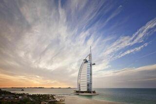 L'un des hôtels les plus luxueux du monde : Burj-Al-Arab à Dubaï
