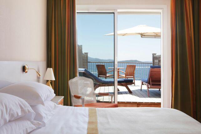 L'hôtel Sofitel à Porticcio offre une vue sur la mer.