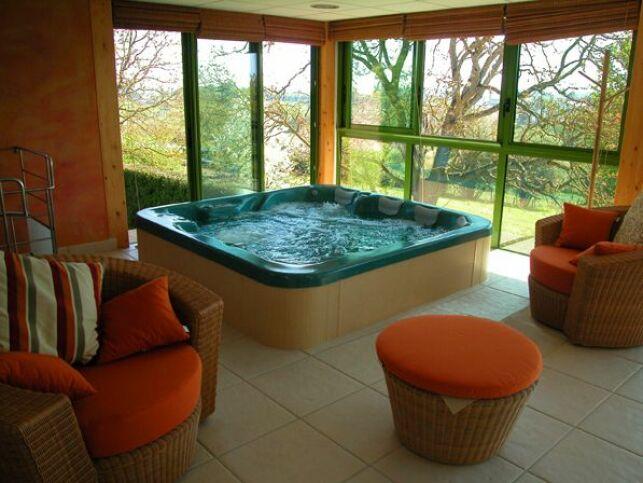Il est important de lutter efficacement contre l'humidité dégagée par le spa pour préserver la pièce dans laquelle il se trouve.
