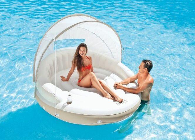 """L'îlot flottant pour piscine<span class=""""normal italic petit"""">© Intex</span>"""
