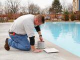 Installation et montage d'un filtre à sable de piscine
