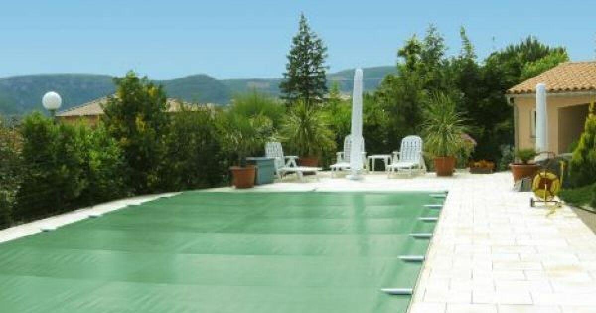 L installation d une b che barre sur votre piscine for Installer une piscine