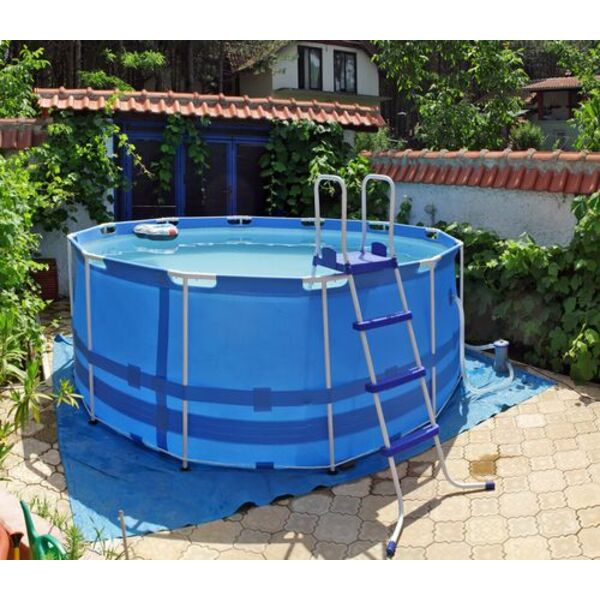 L installation d une piscine hors sol tape par tape for Piscine demontable bois
