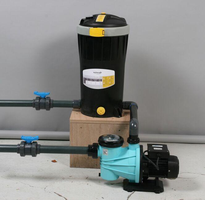 "L'installation du système de filtration<span class=""normal italic petit"">© Waterair</span>"