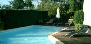 construire et entretenir sa piscine le guide des piscinistes et constructeurs de piscine. Black Bedroom Furniture Sets. Home Design Ideas