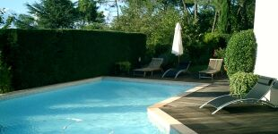Construire et entretenir sa piscine le guide des for Piscine mornant