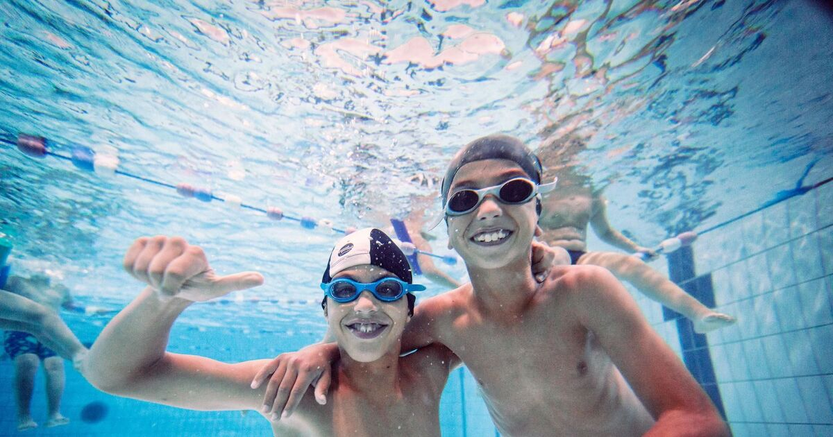 Une op ration solidaire pour apprendre aux enfants nager for Apprendre a plonger dans une piscine