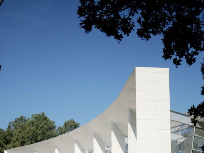 L'architecture originale de la piscine de Mimizan