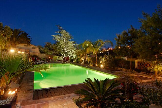 """L'éclairage de piscine hors-sol <span class=""""normal italic petit"""">© L'Esprit piscine</span>"""