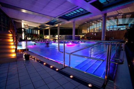 L'éclairage étudié de la piscine l'Odyssée à Chartres