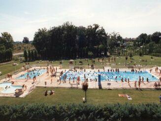 L'ensemble des bassins de la piscine à Nègrepelisse
