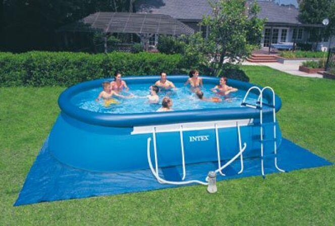 """L'été arrive : optez pour une piscine autoportante<span class=""""normal italic petit"""">© Intex</span>"""