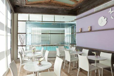 La bar Bio des Thermes Marins à Cannes propose des tisanes et des bentos.