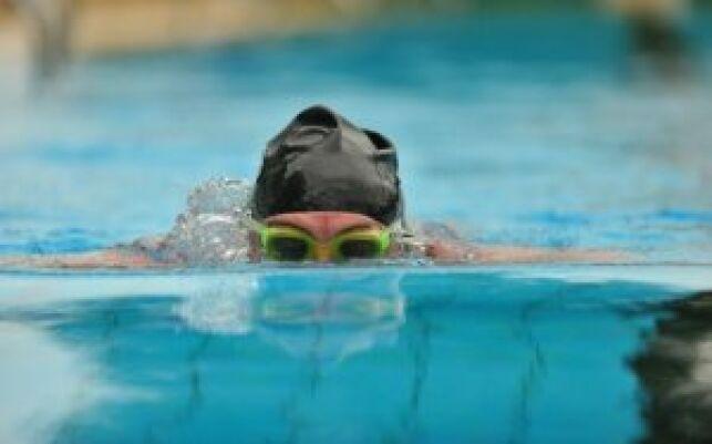 La brasse est la souvent la première nage qu'on apprend