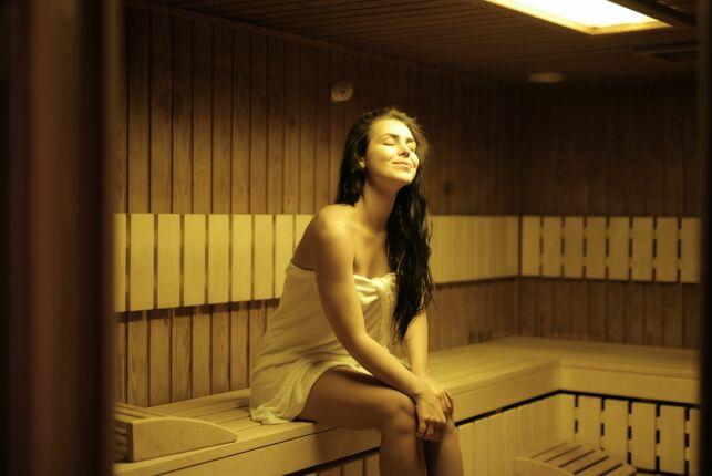 La chromothérapie dans un sauna