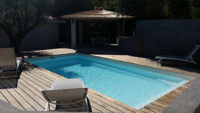 La construction d une piscine coque racont e par une for Construction piscine declaration