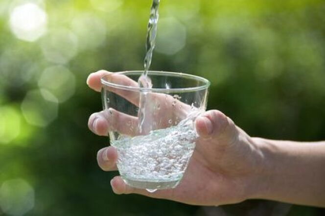 """La cure de boisson thermale est souvent prescrite en cas de troubles digestifs.<span class=""""normal italic petit"""">© bigfoot - Fotolia.com</span>"""