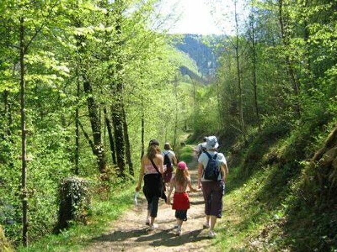 """La cure thermale en Franche-Comté : une bonne occasion de (re)découvrir la randonnée en famille.<span class=""""normal italic petit"""">© Phil - Fotolia.com</span>"""