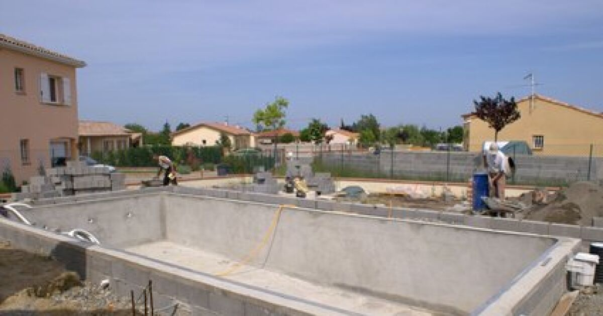 Le projet de fabrication d 39 une piscine les travaux pr voir for Prix piscine aquilus