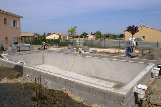 """La fabrication de votre piscine est un projet mûrement réfléchi.<span class=""""normal italic petit"""">© Fotolia</span>"""