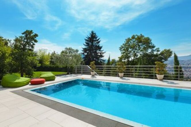 "La filtration de piscine multimédia<span class=""normal italic petit"">© alexandre zveiger - Fotolia</span>"
