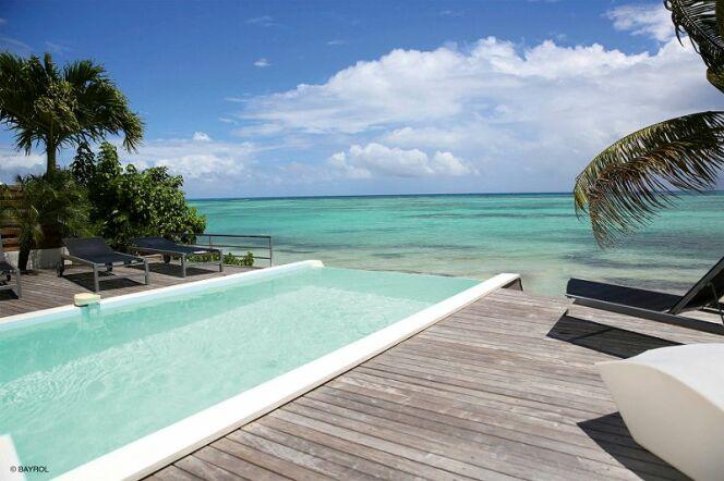 La gamme Naturally Salt de Bayrol : traitez votre piscine au sel facilement et en préservant vos équipements.